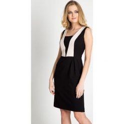 Czarna błyszcząca sukienka ze wstawkami QUIOSQUE. Czarne sukienki damskie QUIOSQUE, w geometryczne wzory, z tkaniny, eleganckie, bez rękawów. W wyprzedaży za 89.99 zł.