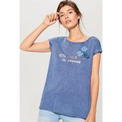 Bawełniana koszulka z aplikacją - Niebieski. Bluzki damskie marki DOMYOS. W wyprzedaży za 39.99 zł.