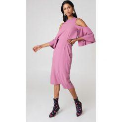 NA-KD Sukienka z wiązaniem na szyi - Pink. Sukienki damskie NA-KD. W wyprzedaży za 64.78 zł.