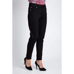 Czarne spodnie z lampasem QUIOSQUE. Czarne spodnie materiałowe damskie QUIOSQUE, z bawełny. W wyprzedaży za 59.99 zł.