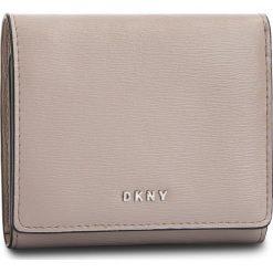 Mały Portfel Damski DKNY - Bryant Trifld Wallet R7413100 Warm Grey WG5. Szare portfele damskie DKNY, ze skóry. Za 379.00 zł.