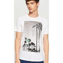 T-shirt z nadrukiem - Biały. T-shirty męskie marki Giacomo Conti. W wyprzedaży za 29.99 zł.