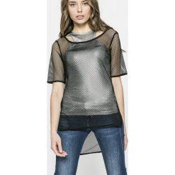Guess Jeans - Top Zelinda. Szare topy damskie Guess Jeans, z jeansu, z krótkim rękawem. W wyprzedaży za 199.90 zł.