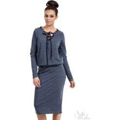 Sukienka z wiązaniem bee-022. Niebieskie sukienki damskie BEE, z dresówki, dekolt w kształcie v. Za 139.90 zł.