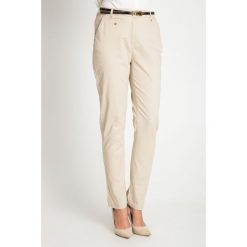 Beżowe bawełniane spodnie z paskiem QUIOSQUE. Brązowe spodnie materiałowe damskie QUIOSQUE, w paski, z bawełny. W wyprzedaży za 59.99 zł.