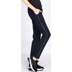 Granatowe Spodnie Dresowe Extradition. Niebieskie spodnie dresowe damskie Born2be, z dresówki. Za 49.99 zł.