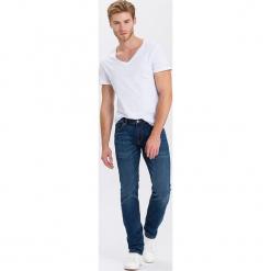 """Dżinsy """"Johnny"""" - Slim fit - w kolorze granatowym. Niebieskie jeansy męskie Cross Jeans. W wyprzedaży za 136.95 zł."""