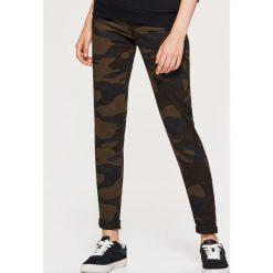 Materiałowe spodnie HIGH WAIST - Khaki. Brązowe spodnie materiałowe damskie Cropp, z materiału. Za 79.99 zł.