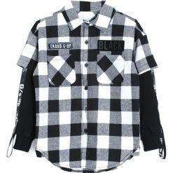 Czarno-Biała Koszula Each Year. Koszule dla chłopców marki bonprix. Za 39.99 zł.