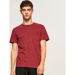 T-shirt ze strukturalnej bawełny - Bordowy. T-shirty męskie marki Giacomo Conti. W wyprzedaży za 39.99 zł.