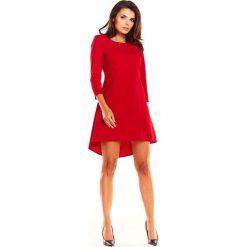 Czerwona Koktajlowa Asymetryczna Sukienka z Kontrą. Czerwone sukienki damskie Molly.pl, eleganckie, z asymetrycznym kołnierzem, z krótkim rękawem. Za 128.90 zł.