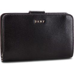 Duży Portfel Damski DKNY - Bryant Sm Carryall R8313659 Blk/Gold BGD 82. Portfele damskie marki WED'ZE. Za 459.00 zł.