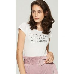 Bawełniany t-shirt z napisem - Biały. T-shirty damskie marki DOMYOS. W wyprzedaży za 7.99 zł.