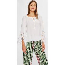Guess Jeans - Bluzka. Szare bluzki damskie Guess Jeans, z jeansu, casualowe, z okrągłym kołnierzem. W wyprzedaży za 399.90 zł.