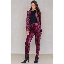 True Decadence Aksamitne dopasowane spodnie - Purple. Fioletowe spodnie materiałowe damskie True Decadence. W wyprzedaży za 72.89 zł.