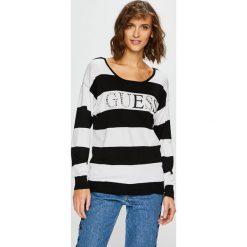 Guess Jeans - Sweter Guia. Szare swetry damskie Guess Jeans, z dzianiny, z okrągłym kołnierzem. Za 319.90 zł.