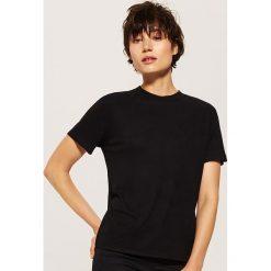 Gładki t-shirt - Czarny. Czarne t-shirty damskie House. Za 35.99 zł.