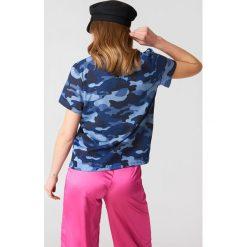 NA-KD Koszulka Army z dekoltem w kształcie litery V - Blue. Niebieskie t-shirty damskie NA-KD, z bawełny, dekolt w kształcie v. W wyprzedaży za 20.48 zł.