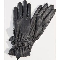 Skórzane rękawiczki - Czarny. Czarne rękawiczki damskie Mohito. Za 89.99 zł.