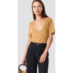 NA-KD Basic T-shirt z dekoltem V - Brown. Brązowe t-shirty damskie NA-KD Basic. Za 40.95 zł.