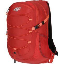 Plecak funkcyjny PCF102 - czerwony. Plecaki damskie marki QUECHUA. W wyprzedaży za 99.99 zł.
