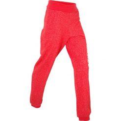 Spodnie sportowe z wywijanym paskiem, długie bonprix truskawkowy. Spodnie dresowe damskie marki bonprix. Za 44.99 zł.