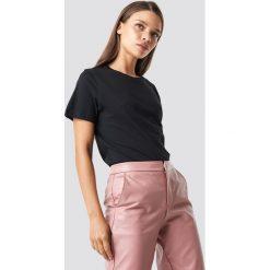 NA-KD Basic T-shirt basic - Black. Czarne t-shirty damskie NA-KD Basic, z bawełny, z okrągłym kołnierzem. Za 52.95 zł.