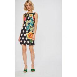 Desigual - Sukienka Fiorato. Szare sukienki damskie Desigual, z elastanu, casualowe, z okrągłym kołnierzem, na ramiączkach. W wyprzedaży za 299.90 zł.