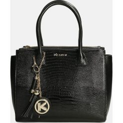 Czarna torebka do ręki. Czarne torebki do ręki damskie Kazar, w paski, ze skóry. Za 849.00 zł.