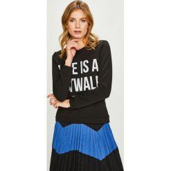 Answear - Bluza Watch Me. Czarne bluzy damskie ANSWEAR, z nadrukiem, z bawełny. W wyprzedaży za 79.90 zł.