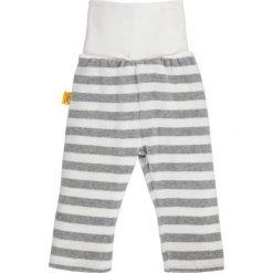 Spodnie w kolorze szaro-białym. Spodenki niemowlęce Steiff, z aplikacjami, z materiału. W wyprzedaży za 39.95 zł.