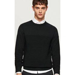 Prążkowany sweter - Czarny. Czarne swetry przez głowę męskie Reserved, prążkowane. Za 119.99 zł.