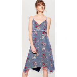 Sukienka w kwiaty - Niebieski. Niebieskie sukienki damskie Mohito, w kwiaty. W wyprzedaży za 59.99 zł.