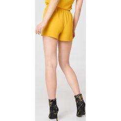 Rut&Circle Szorty Emma - Yellow. Żółte szorty damskie Rut&Circle, z elastanu. Za 100.95 zł.