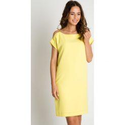 Prosta żółta sukienka BIALCON. Żółte sukienki damskie BIALCON, z satyny, eleganckie. Za 295.00 zł.