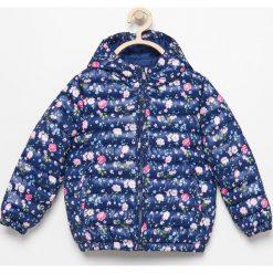 Pikowana kurtka w kwiaty - Granatowy. Niebieskie kurtki i płaszcze dla dziewczynek Reserved, w kwiaty. Za 69.99 zł.
