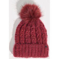 Czapka z pomponem - Bordowy. Czerwone czapki i kapelusze damskie Sinsay. Za 24.99 zł.