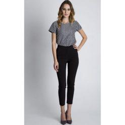 Czarne eleganckie spodnie w kant  BIALCON. Czarne spodnie materiałowe damskie BIALCON, z bawełny. W wyprzedaży za 137.00 zł.