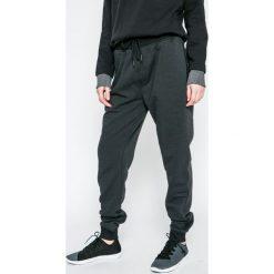 Under Armour - Spodnie Threadborne Stacked Jogger. Szare spodnie sportowe męskie Under Armour. W wyprzedaży za 219.90 zł.