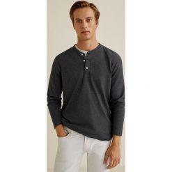 Mango Man - Longsleeve Oliver3. Szare bluzki z długim rękawem męskie Mango Man, z bawełny, z okrągłym kołnierzem. Za 89.90 zł.