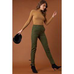 NA-KD Trend Spodnie z paskami - Green. Zielone spodnie materiałowe damskie NA-KD Trend, w paski. Za 161.95 zł.