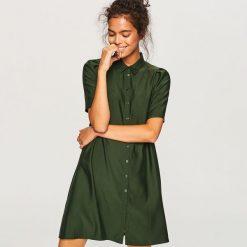 Koszulowa sukienka z lyocellem - Khaki. Brązowe sukienki damskie Reserved, z lyocellu, z koszulowym kołnierzykiem. Za 139.99 zł.