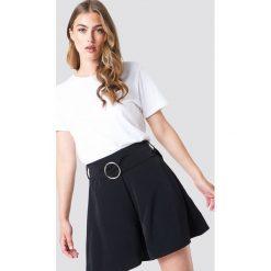 Trendyol Szorty z paskiem - Black. Czarne szorty damskie Trendyol, w paski. W wyprzedaży za 56.67 zł.