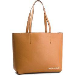 Torebka CALVIN KLEIN JEANS - Ultra Light Zipper K40K400622  240. Brązowe torby na ramię damskie Calvin Klein Jeans. Za 599.00 zł.