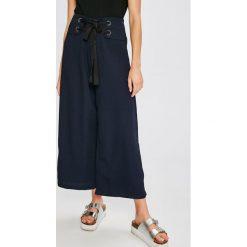 Answear - Spodnie Stripes Vibes. Szare spodnie materiałowe damskie ANSWEAR, z poliesteru. W wyprzedaży za 69.90 zł.