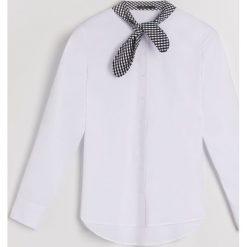 Koszula z wiązaniem na dekolcie Little Princess - Wielobarwn. Szare koszule damskie Mohito. Za 89.99 zł.