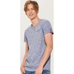 T-shirt z guzikami - Niebieski. T-shirty męskie marki Giacomo Conti. W wyprzedaży za 19.99 zł.