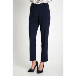 Granatowe spodnie w kant QUIOSQUE. Szare spodnie materiałowe damskie QUIOSQUE, z tkaniny. W wyprzedaży za 79.99 zł.