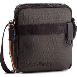 Saszetka CALVIN KLEIN - City Active Mini Reporter K50K503920  908. Szare saszetki męskie Calvin Klein, z materiału, młodzieżowe. Za 349.00 zł.