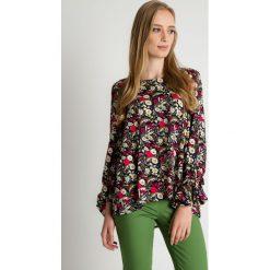 Wiskozowa bluzka we wzory BIALCON. Szare bluzki damskie BIALCON, z jeansu, młodzieżowe, z okrągłym kołnierzem. Za 215.00 zł.